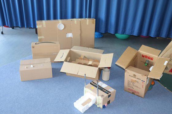 Erfindungen der Kinder aus Pappkarton
