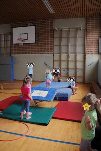 Kinder in Bewegung und Sprache